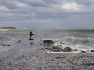 Штормящее море