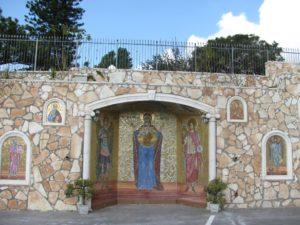 Стена вокруг церкви